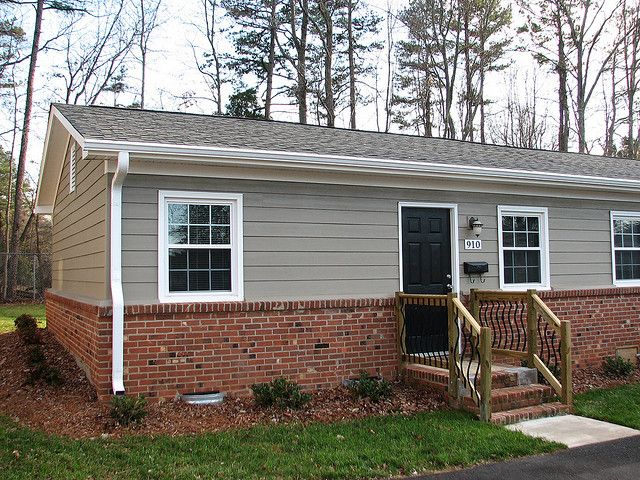 Hardiplank Cedarmill In Color Woodstock Brown Red Brick House Exterior Brick Exterior House Ranch House Exterior