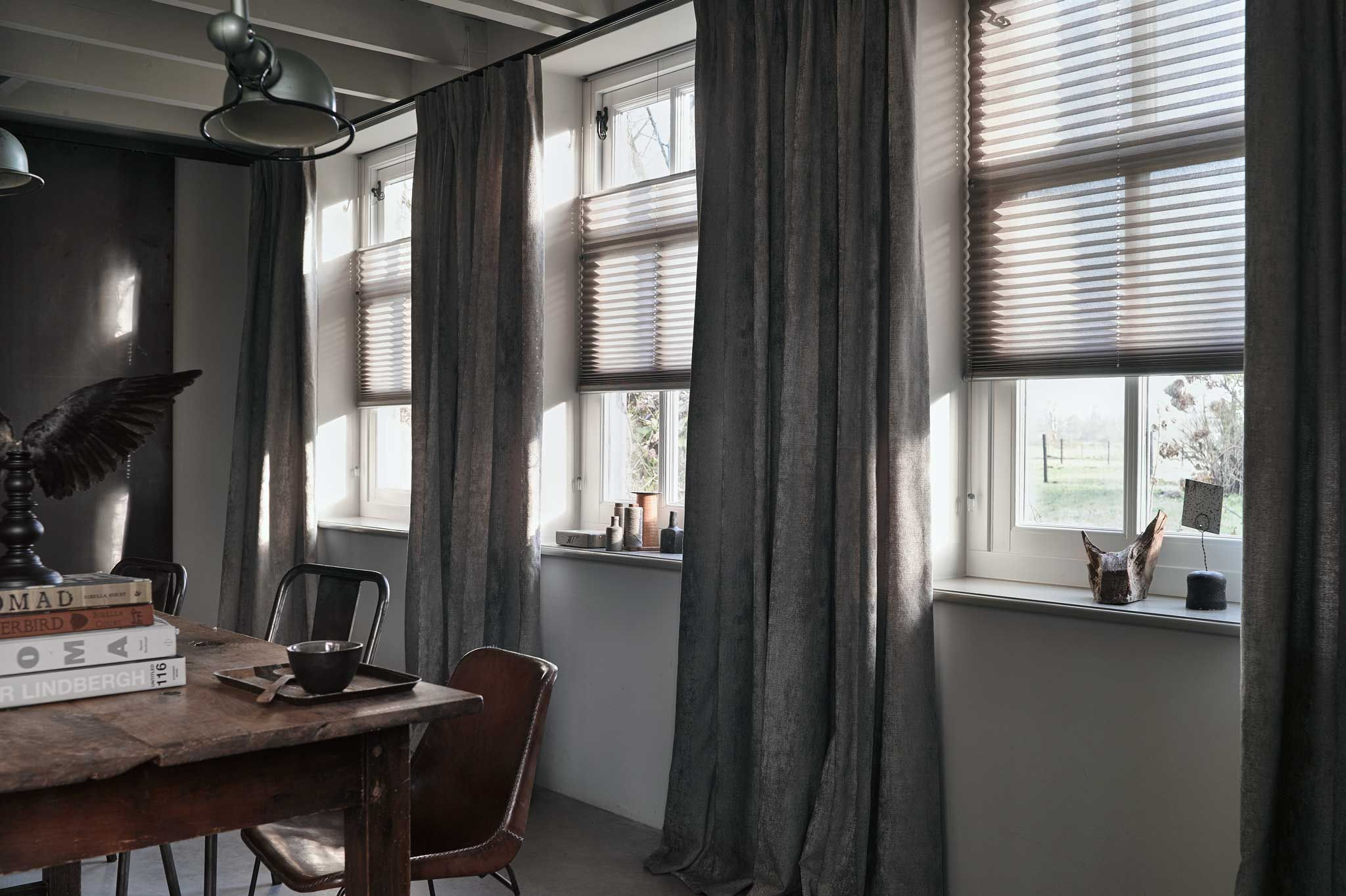 gordijnen en raamdecoratie voor een industrieel interieur curtains or shades window styles home