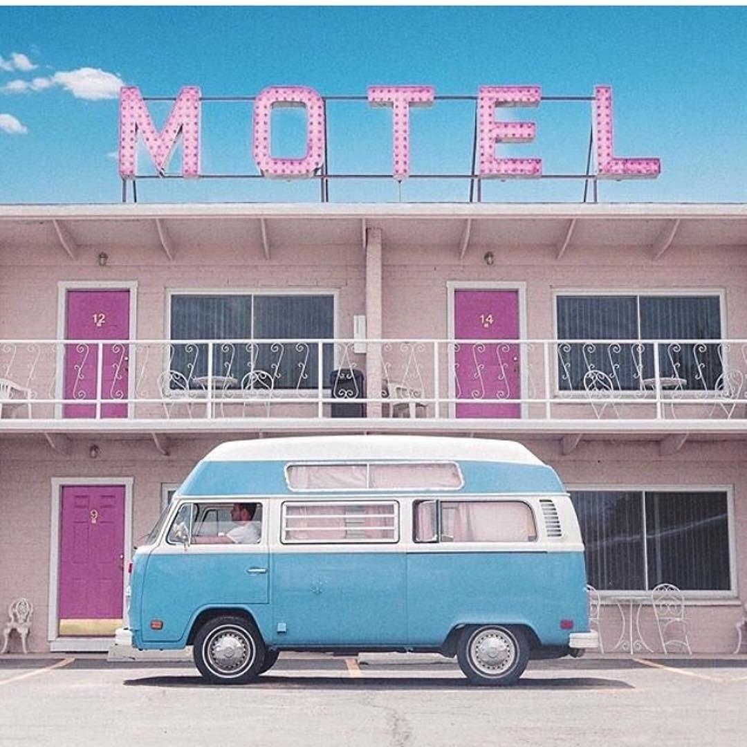 43d0c11c4bd5 Nem is lehet lazább dolog mint egy kisbusszal utazgatni. . #utazás .  Köszönjük a fotót: @wandxrbus #instagrammarketing #hotelinstagram  #turizmustrend