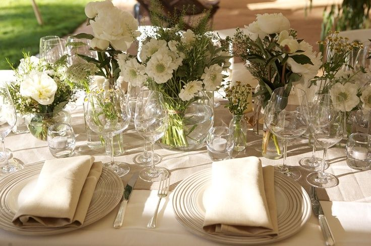 easy elegant tablescapes | simple and elegant table arrangement