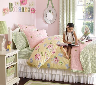 girls bedroom flowers and butterflies