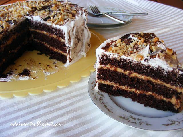 Bolo De Aniversario De Chocolate Com Recheio De Amendoim
