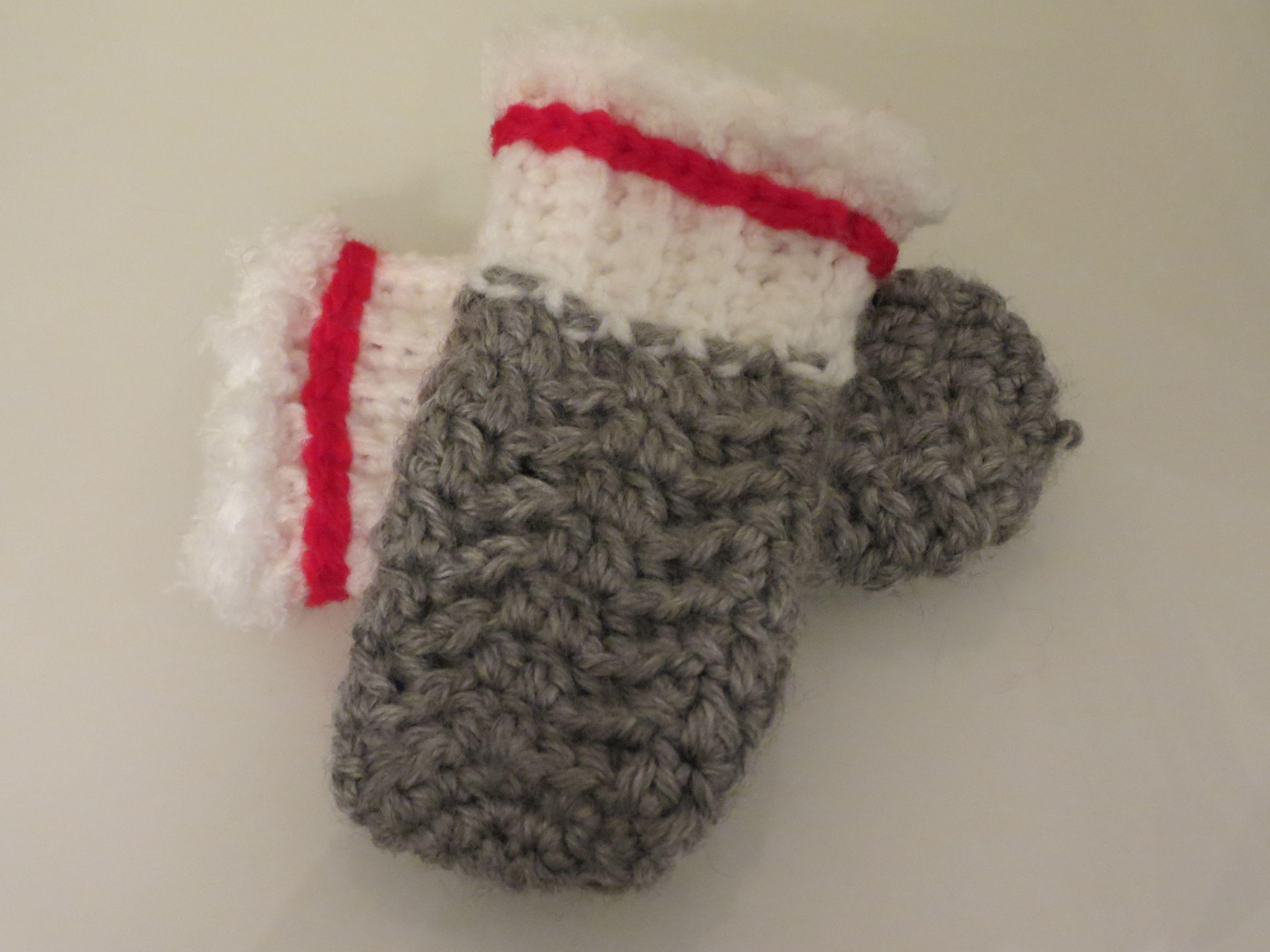 Httptangledhappy201312two tone baby mittens crochet httptangledhappy201312two baby mittensfor thestitcheshas crochet bankloansurffo Images