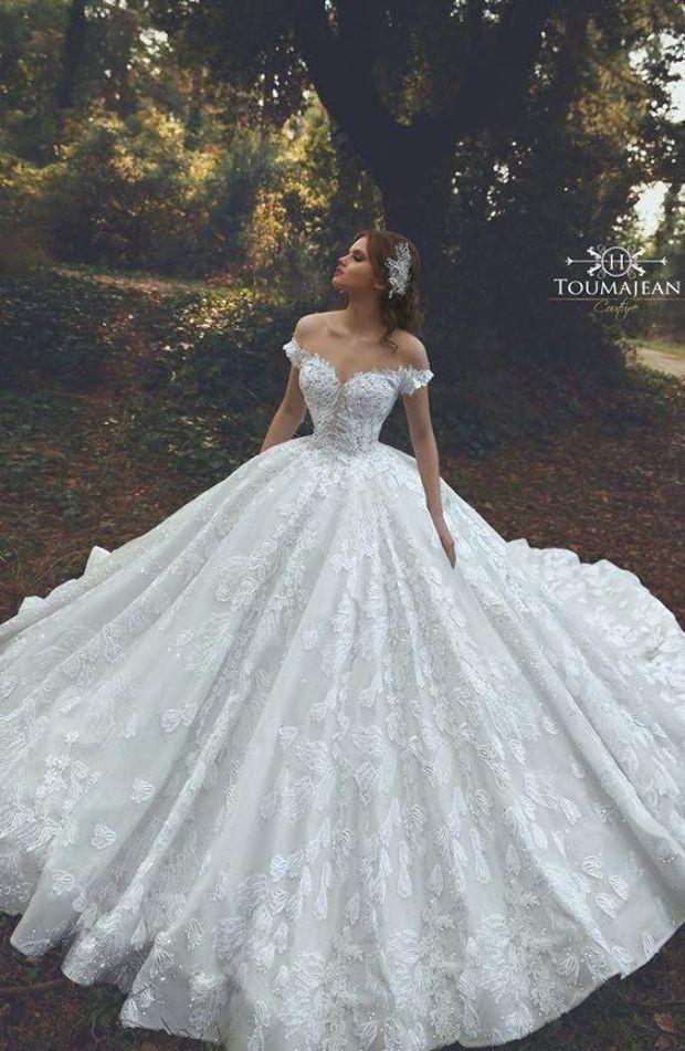 Pin By Brenda Schwartz On Weeding Dresses In 2020 Ball Gown Wedding Dress Ball Gowns Wedding Wedding Dresses Cinderella