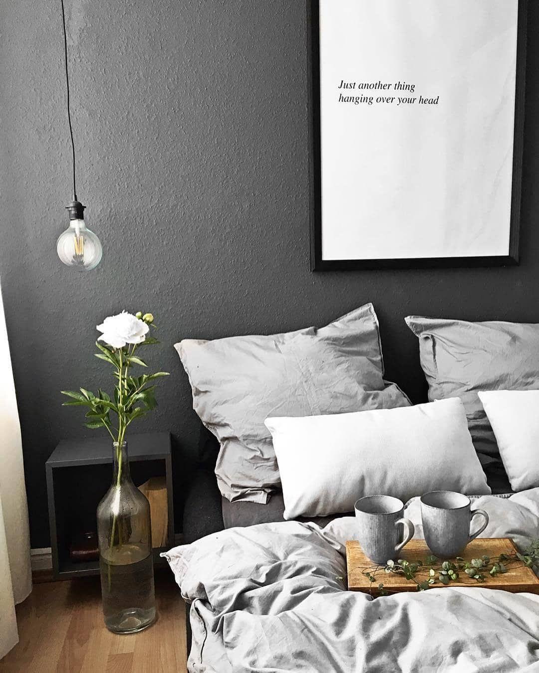 Wow, die dunkle Wand setzt einen tollen Akzent im ...