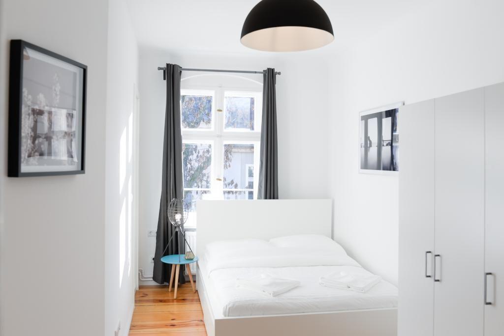 Weiße #Möbel In Kontrast Zum Schönen Dielenboden Aus #Echtholz. Dazu  Vorhänge In Anthrazit