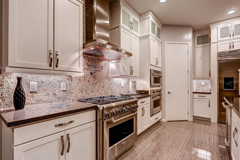I 'LOVE' the Backsplash!!!!!!! | Kitchens ~ White/Off-White/White ...