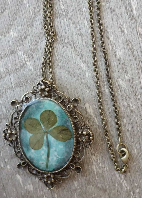 this is really cool. i love four leaf clovers. @Lynne Razor think christmas gift.