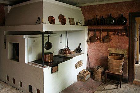 Lääninkivalterin virkatalo Heinolassa on nykyään museo. Talo on rakennettu 1700-luvulla, mutta metallinen keittolevy on 1800-luvun puolivälin uutuus. Kuva:Hannu Rinne