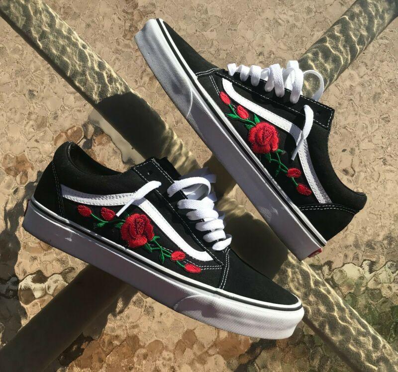 For Sale Blackwhite Old Skool Vans Red Rose Custom Embroidered Brand New Never Worn Forsale Blackwhite Mit Bildern