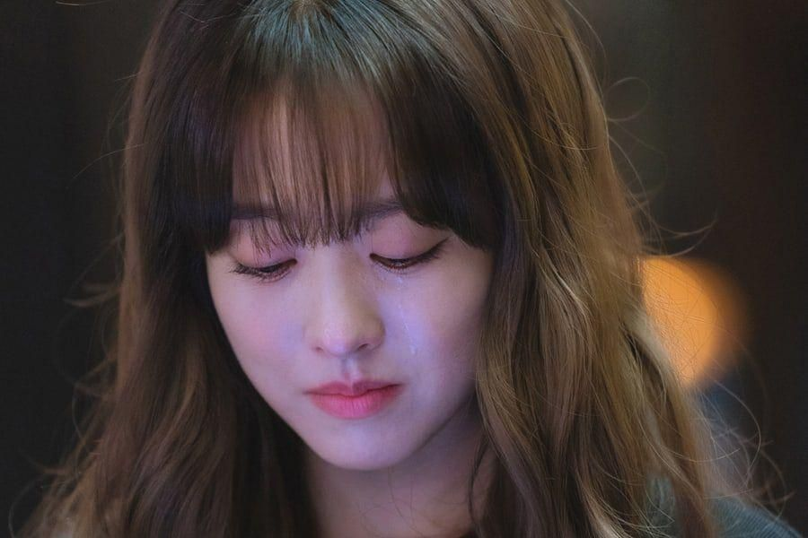 """Park Bo Young Can't Hide Her Longing For Seo In Guk In """"Doom At Your Service"""""""