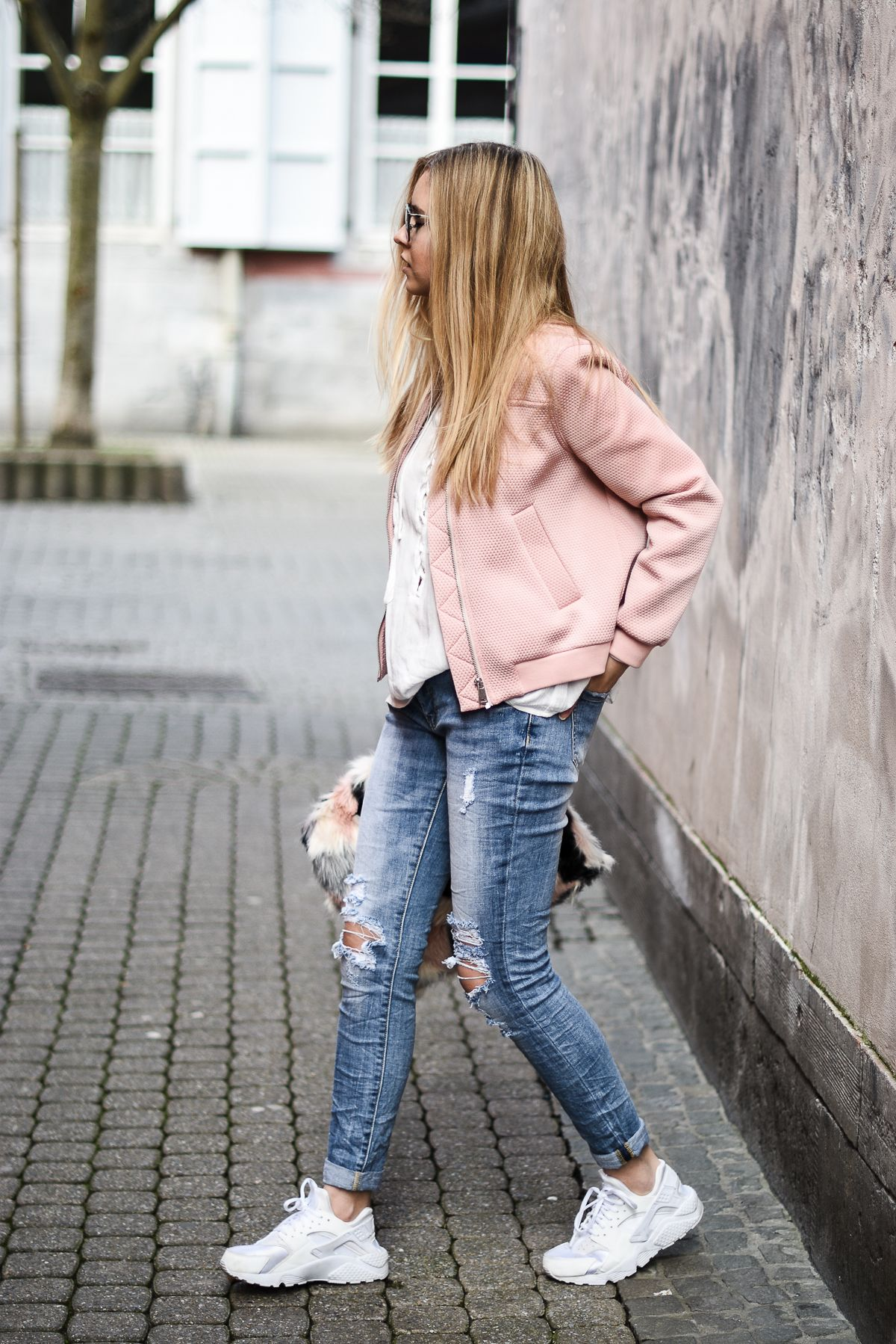 f96d93cce64f6 PINK BOMBER    BOYFRIEND JEANS    NIKE HUARACHE    DIOR SO REAL