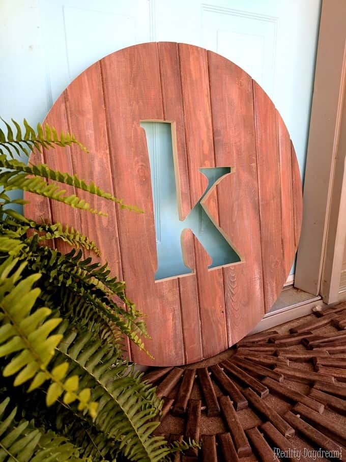 Circle monogram pallet sign. If you are looking for easy to make patterns then you'll want to check out Northern Nester's curated list with 150 free scroll saw patterns...