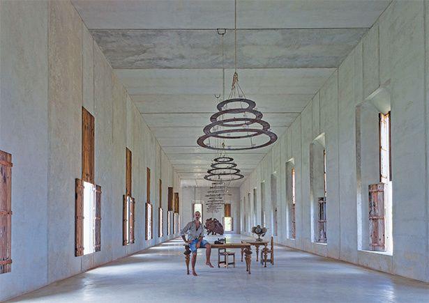 Plantel Matilde en Sach Chic, Mérida, Yuc., México. Una espectacular y emocionante pieza arquitectónica ha sido creada por el escultor Javier Marín.