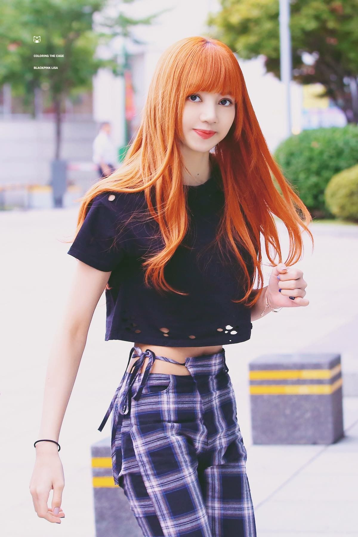 Those weird pants that only Lisa can pull off | Kpop ...