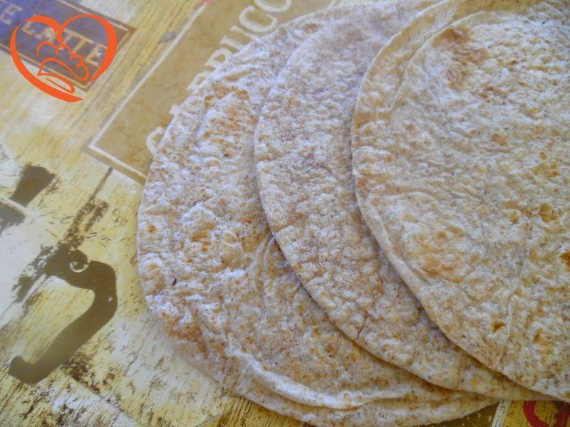 Piadine al farro http://www.cuocaperpassione.it/ricetta/27301f4c-9f72-6375-b10c-ff0000780917/Piadine_al_farro