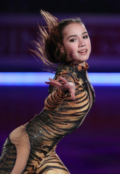 スケートをしているザギトワ選手