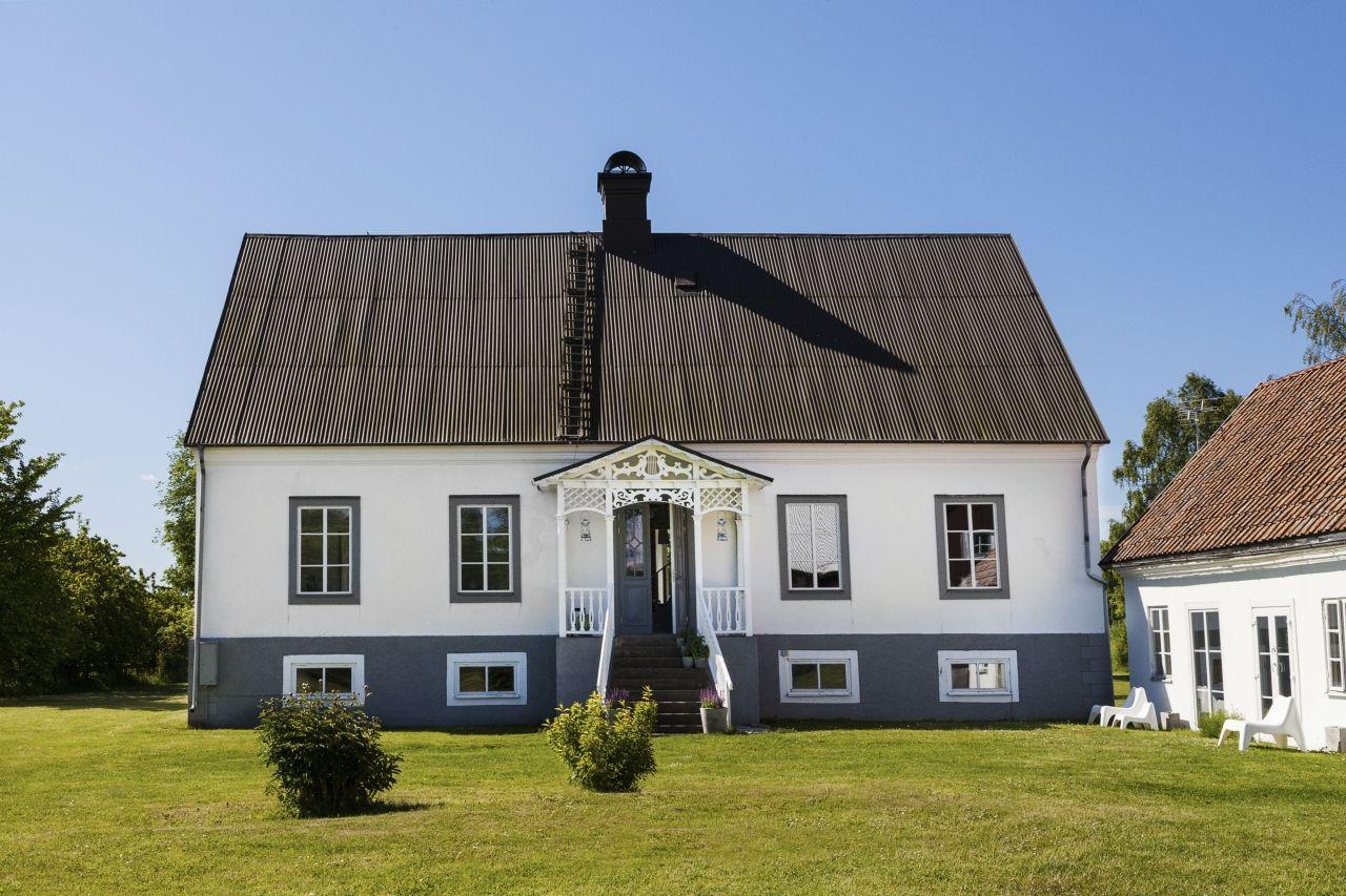 På en gammal kalkstensgård i Sanda socken, nära Klintehamn på Gotland, har Sofie och Erik funnit sin plats på jorden