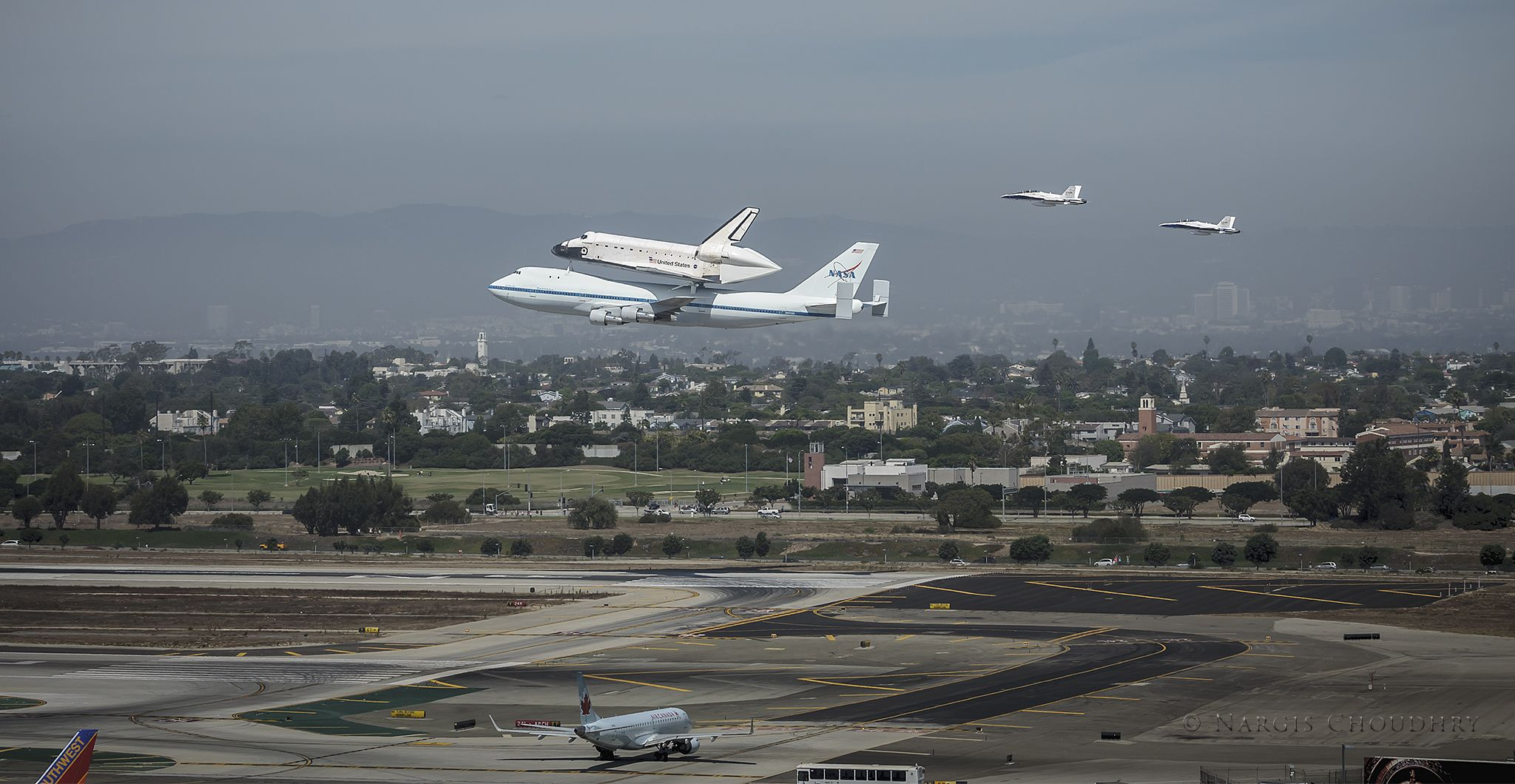 Space Shuttle Endeavour S Landing Approach At Lax Attached To A Nasa Boeing 747 Shuttle Los Angeles Airport Butterfly Species Los Angeles International Airport