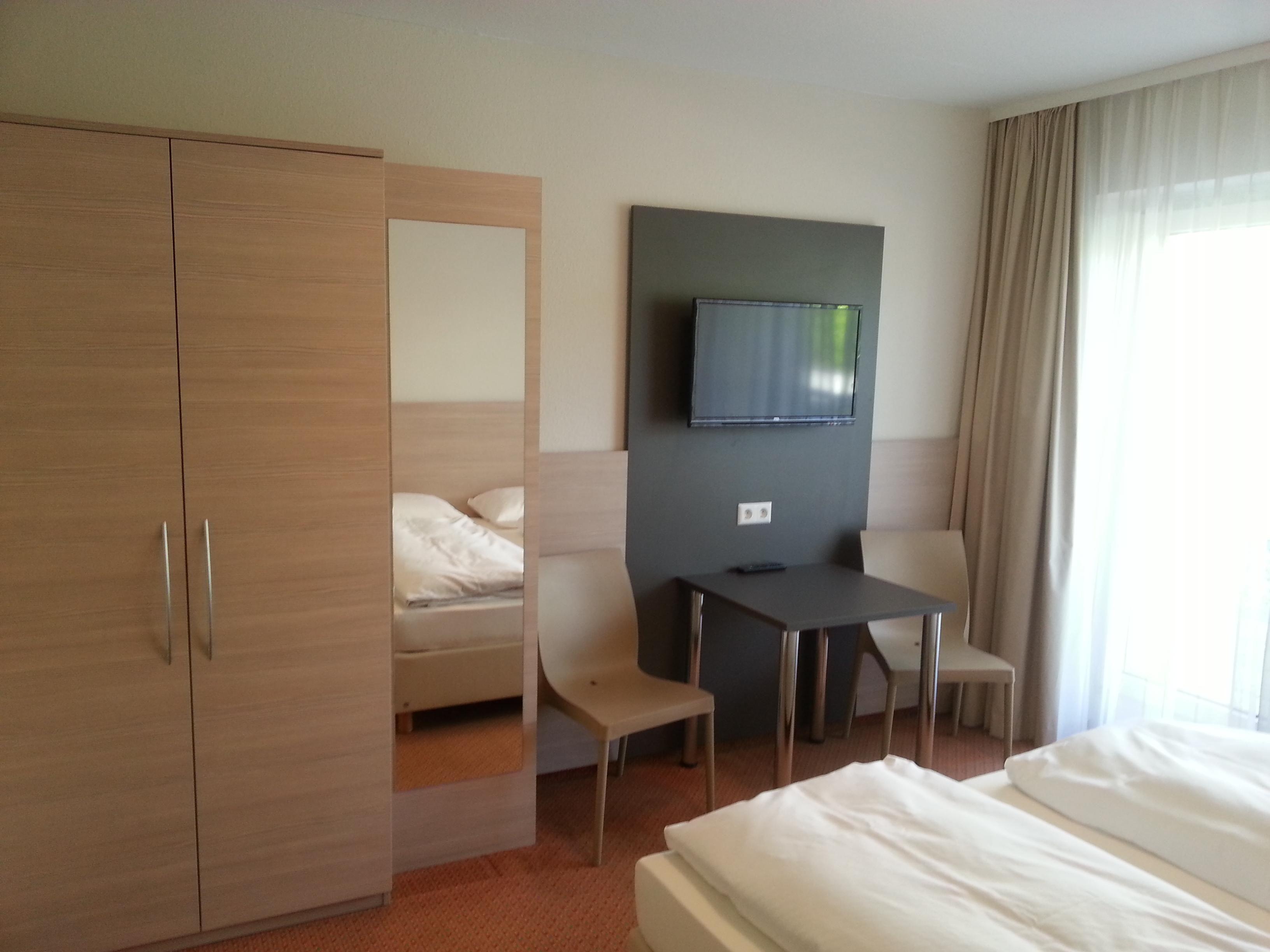 Alle Zimmer Mit Dusche/WC, Föhn, Teilweise Safe, Kabel TV,