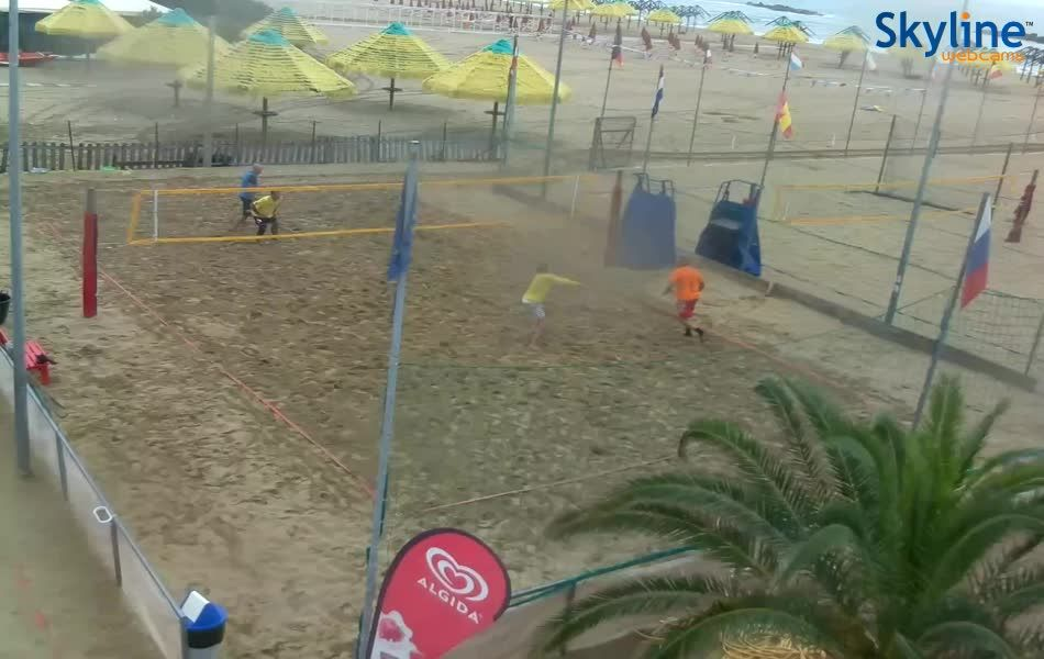 Pescara Camera Live : Live cam beach volleyball at #pescara beach. #italy #abruzzo #travel