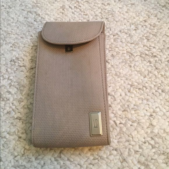 Liz Claiborne Sunglass Case sunglasses case used maybe once… And in good condition Liz Claiborne Accessories Sunglasses