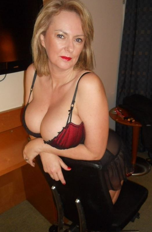 wife in busty lingerie Mature