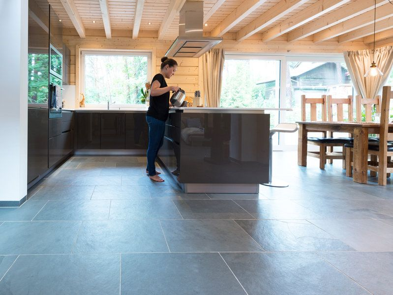 Auch in der Küche zeigt der Schiefer Grey Slate-Boden wie - bodenbeläge für küche