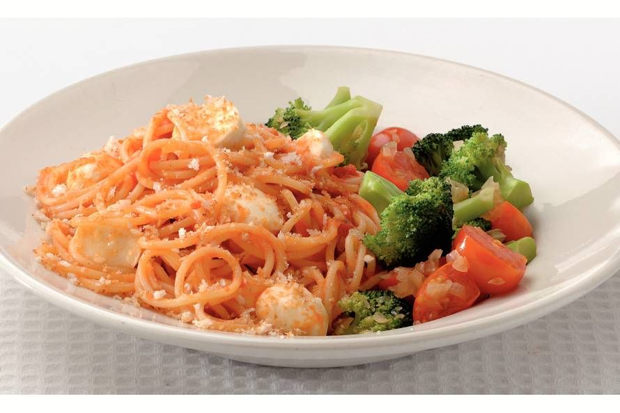 Kijk wat een lekker recept ik heb gevonden op Allerhande! Spaghetti met tomaat en mozzarella
