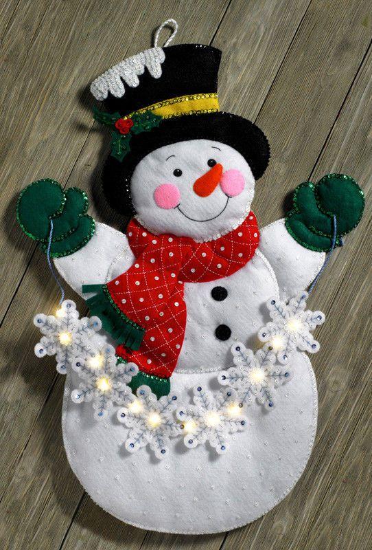 Bucilla Snowflake Snowman ~ Felt Christmas Wall Hanging Kit #86820