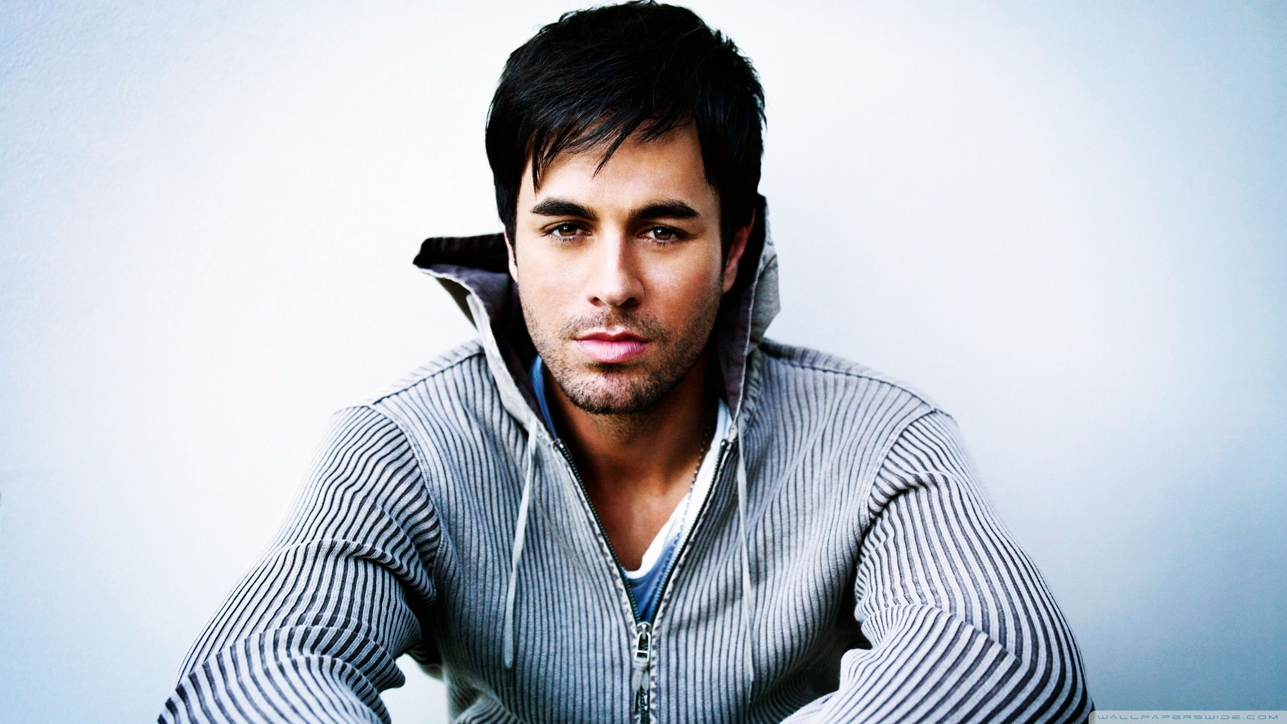 Enrique Iglesias is interested in not only girls, but also guys 06/21/2011 51