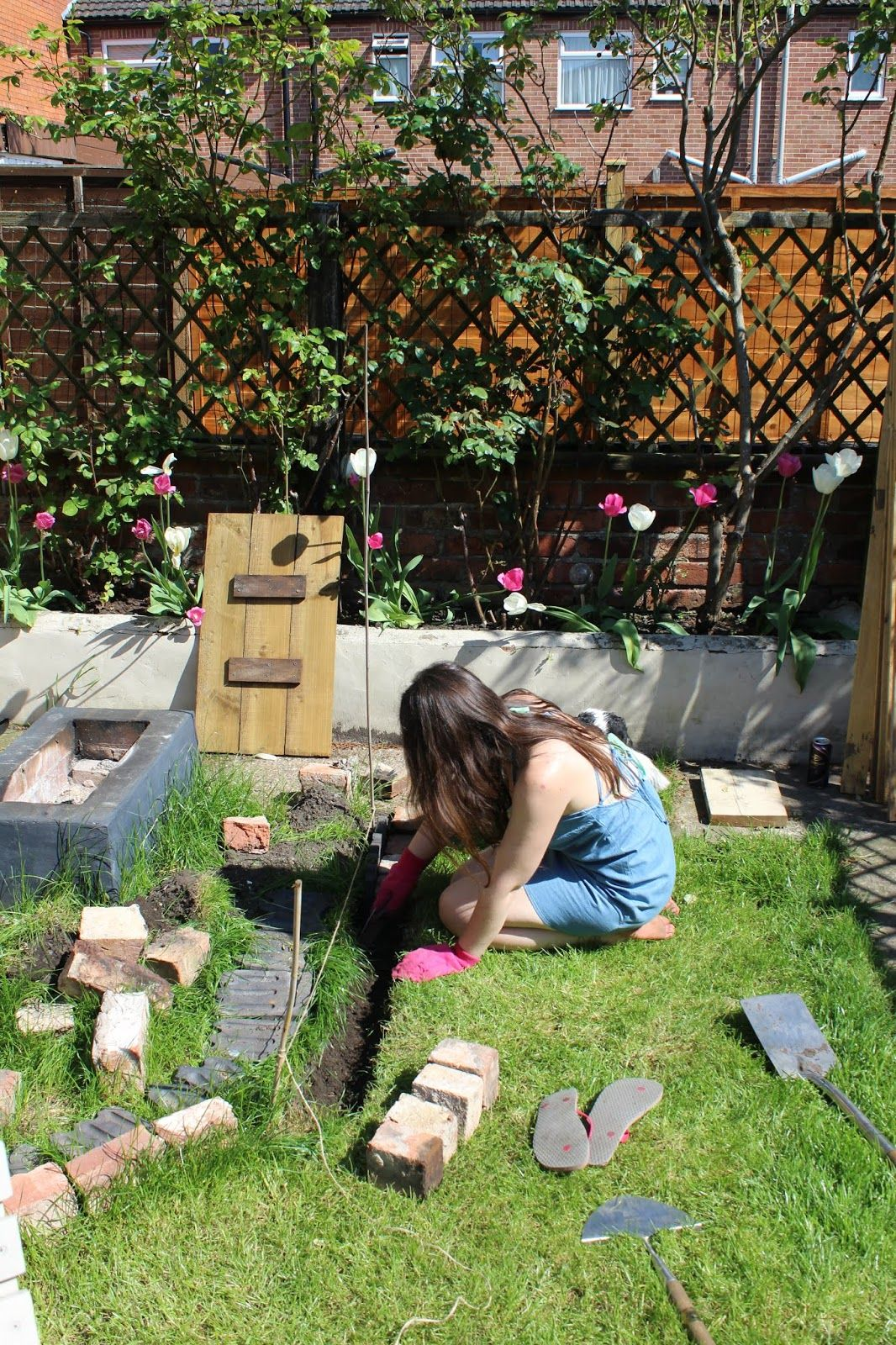 Laying Gravel In the Garden | Diy patio, Gravel patio ...