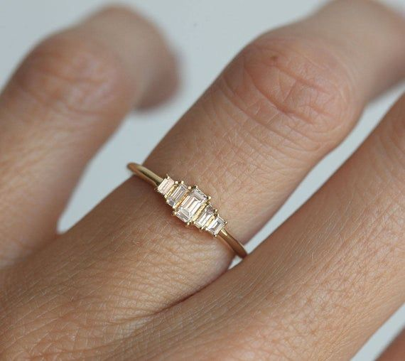 Photo of Art-Deco-Diamant-Verlobungsring, Artdeco Baguette-Diamant-Ring, fünf Stein Verlobungsring