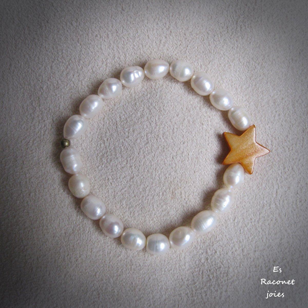 Pulsera estrella con perlas.