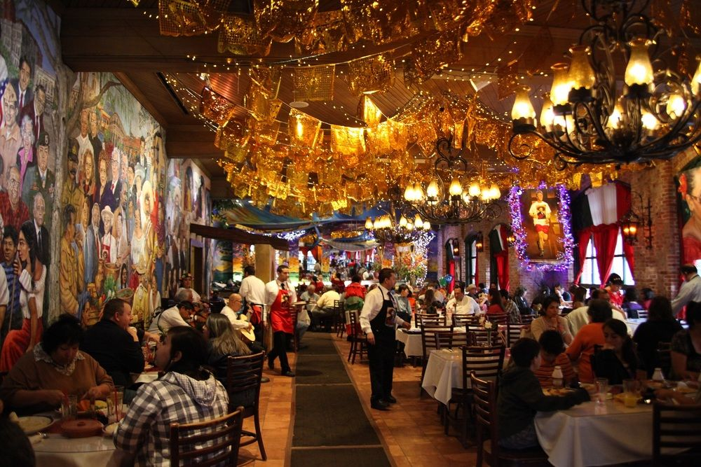 Mi Tierra Cafe Y Panaderia San Antonio Tx When I Get The Beef Enchiladas With Chili G Mexican Restaurants Interior Restaurant Interior Design San Antonio Tx