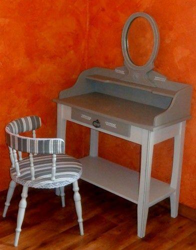 une ravissante coiffeuse ann es 50 relook e avec son fauteuil est vendre sur notre brocante en. Black Bedroom Furniture Sets. Home Design Ideas