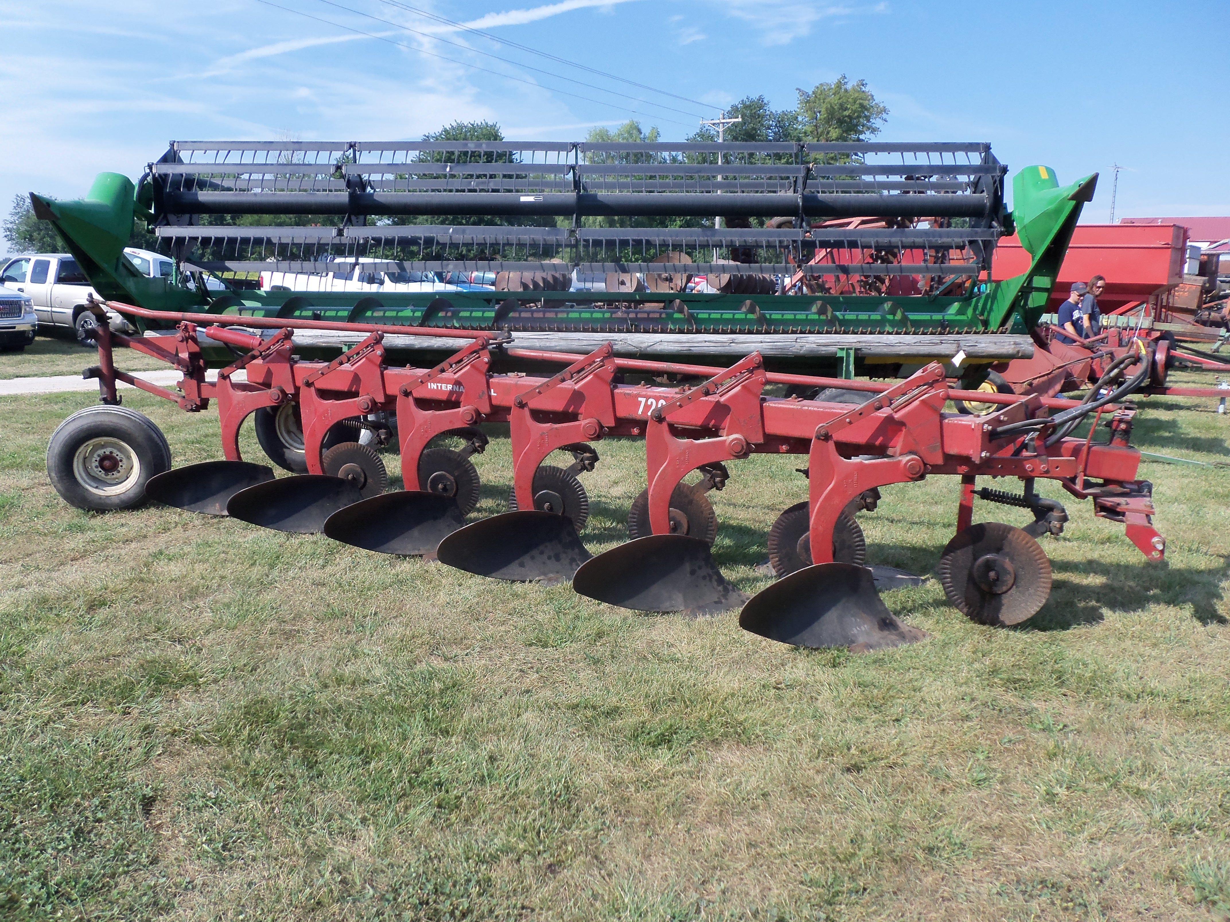 International 720 6 Bottom Plow Vintage Farm Tractors Farm