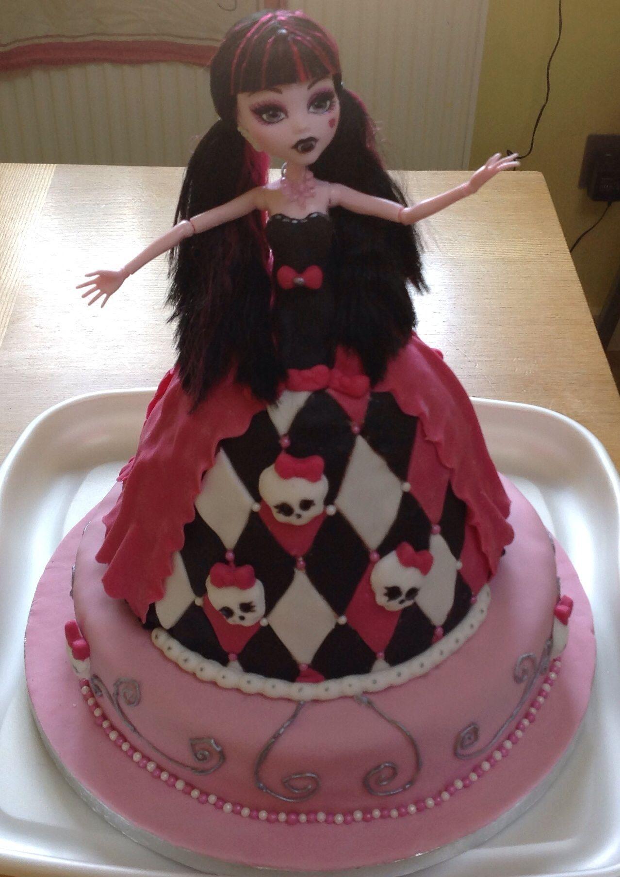 Surprising Monster High Cake Draculaura Karenscakesandbakes Co Uk Funny Birthday Cards Online Hendilapandamsfinfo