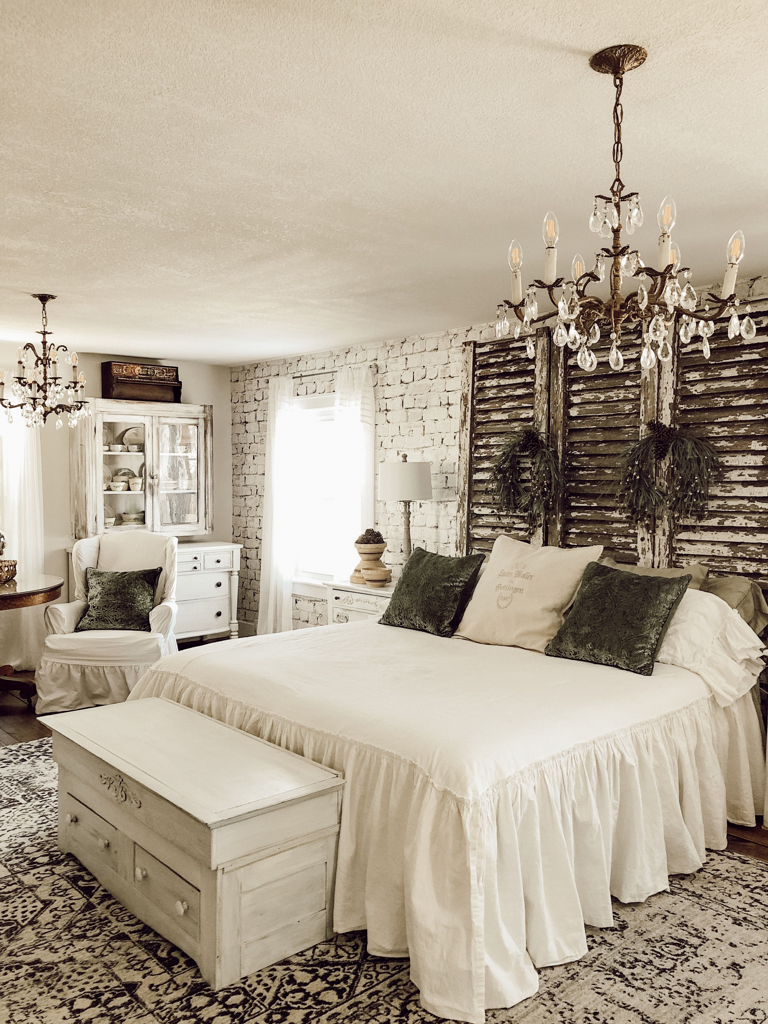 Decorating With Vintage Items In The Master Bedroom Meuble