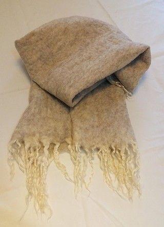 Manta de fieltro con pelo de chivo. http://gabyboccardo2.mitiendanube.com/pie-de-cama-caminos-o-mantas/con-pelo-de-chivo/manta-de-fieltro-con-pelo-de-chivo/