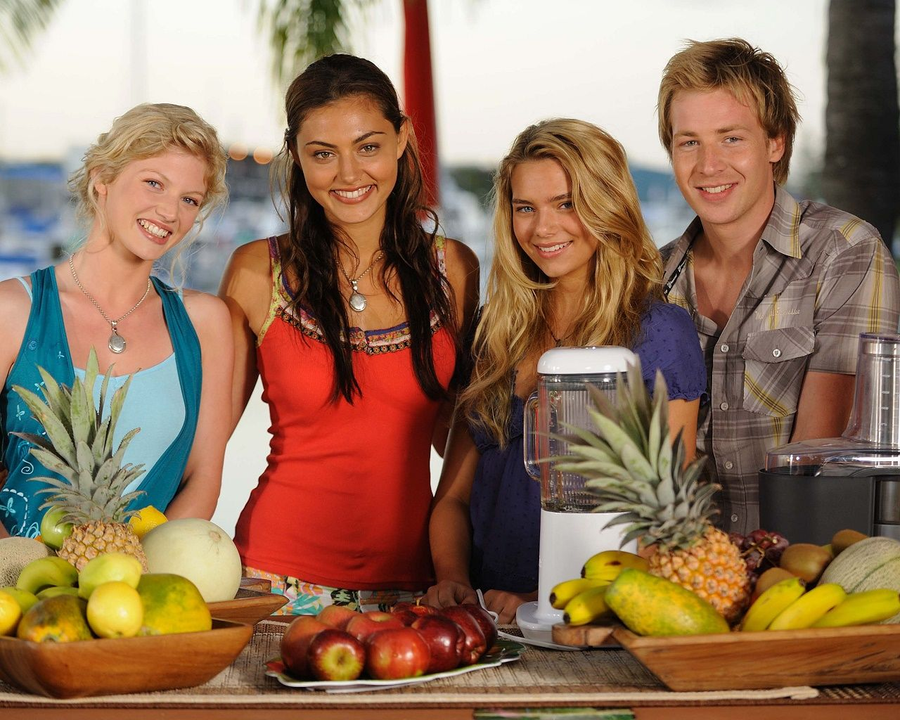 Cariba heine phoebe tonkin indiana evans angus mclaren for Just add water cast
