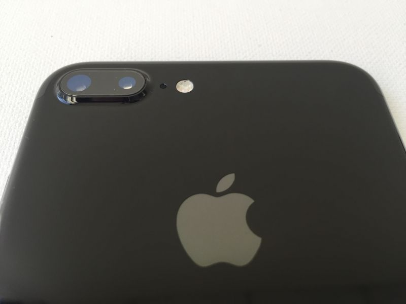 A Closer Look at the Apple iPhone 7 Plus in Jet Black