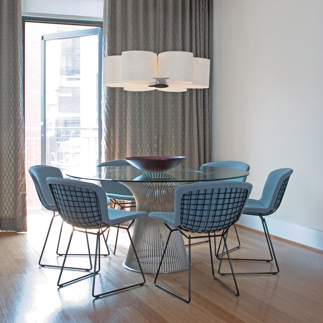 Knoll bertoia side chairs with platner dining table