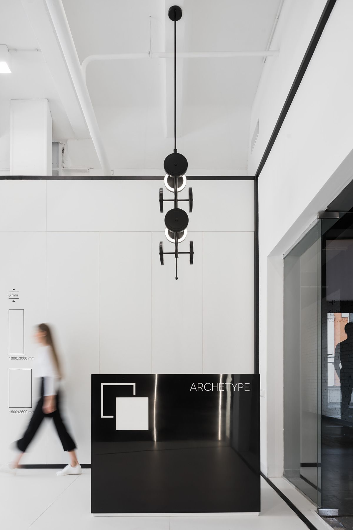 Showroom Archetype On Behance Showroom Interior Design Black