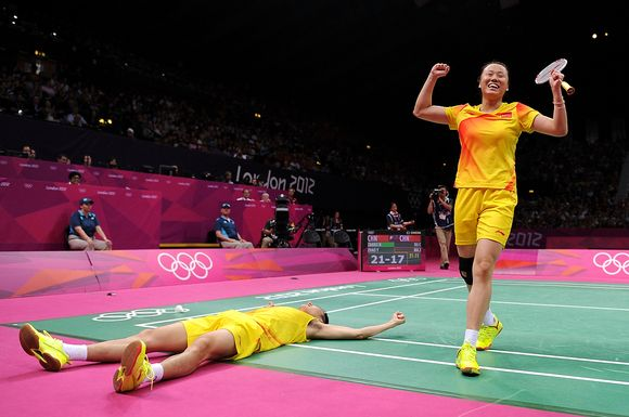 Nan Zhang L And Yunlei Zhao Of China Celebrate Winning The Mixed Doubles Badminton Gold Medal Match Against Co Olympics Badminton Photos 2012 Summer Olympics