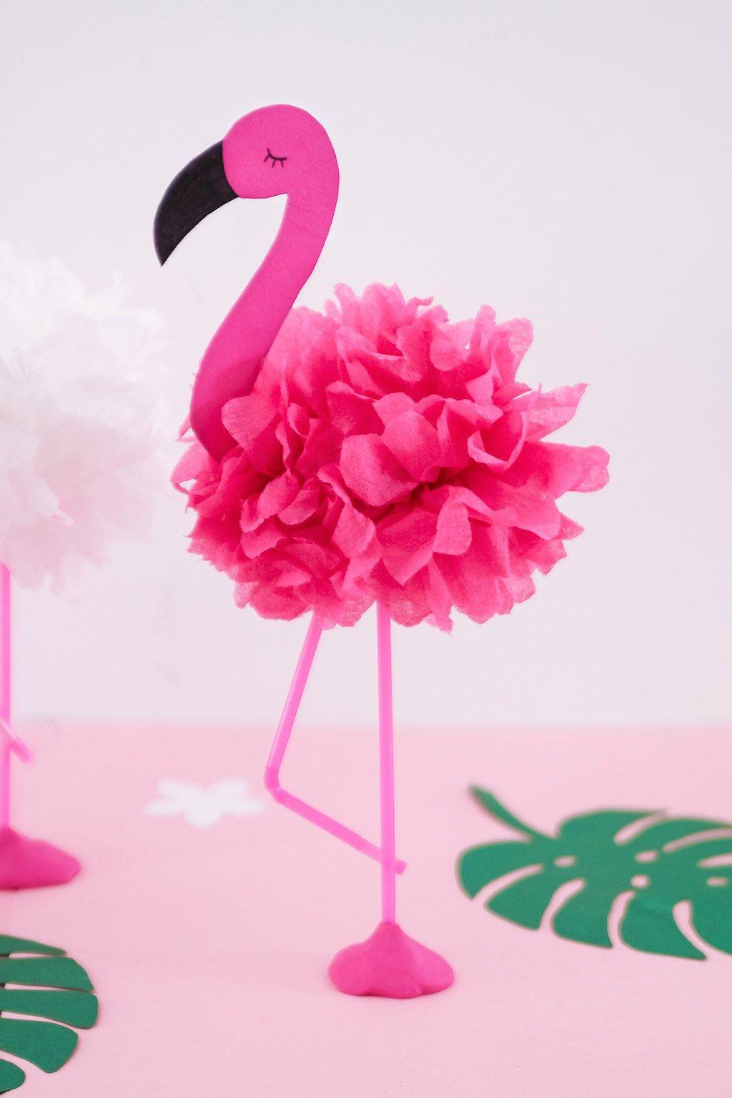 Photo of Tinker DIY pompom-flamingoer – ideell dekorasjon til neste sommerfest