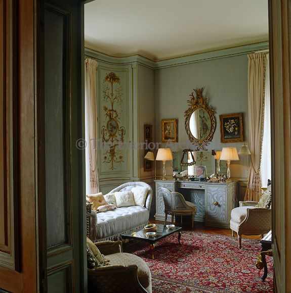 In The Duchess Of Windsor's Bedroom The Red Tones Of An
