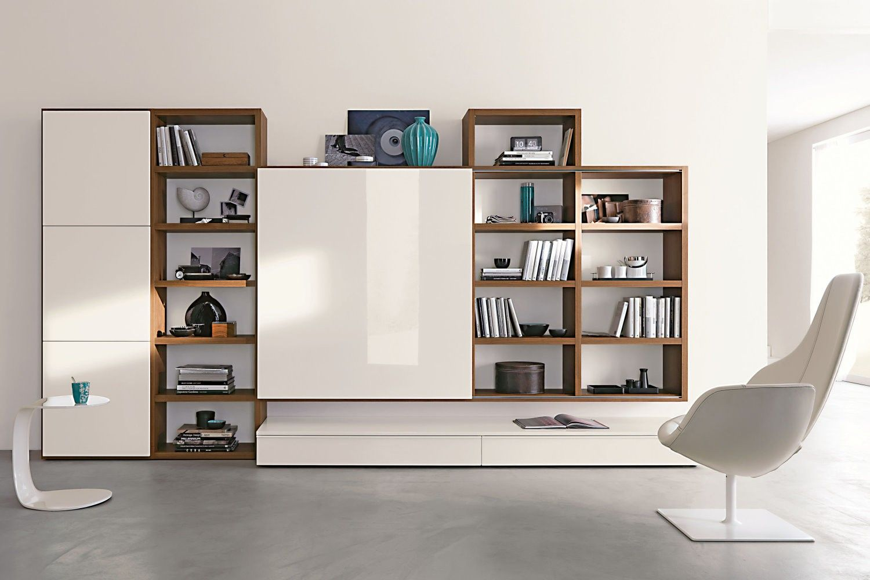 Parete attrezzata in noce canaletto e laccato bianco 551 for Parete attrezzata design moderno