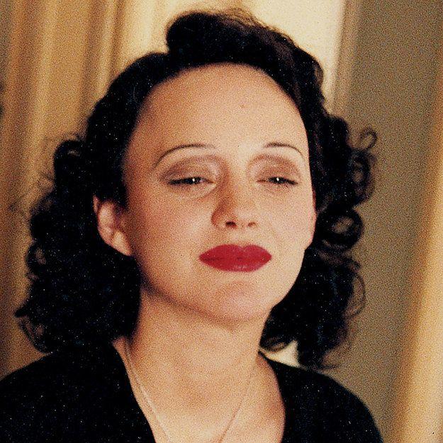 Marion Cotillard As Edith Piaf In La Vie En Rose Movie
