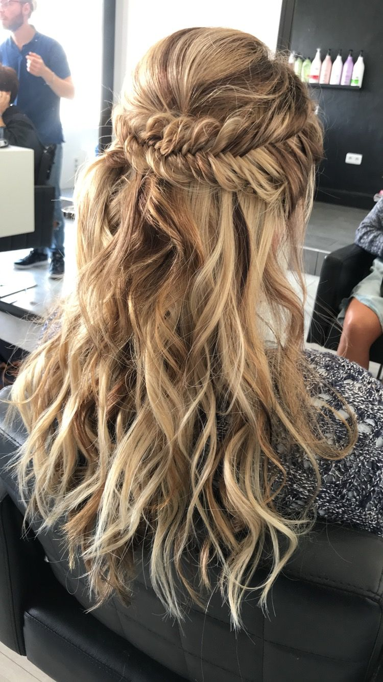 Pin by Kayla Derryberry on School | Cute prom hairstyles ...